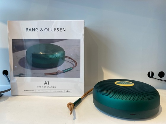BANG & OLUFSEN Lautsprecher mit Lotus Logo in green